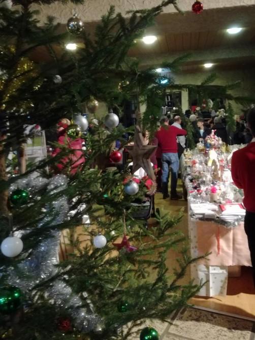 Lisas Erster Weihnachtsbaum.Aktuelles